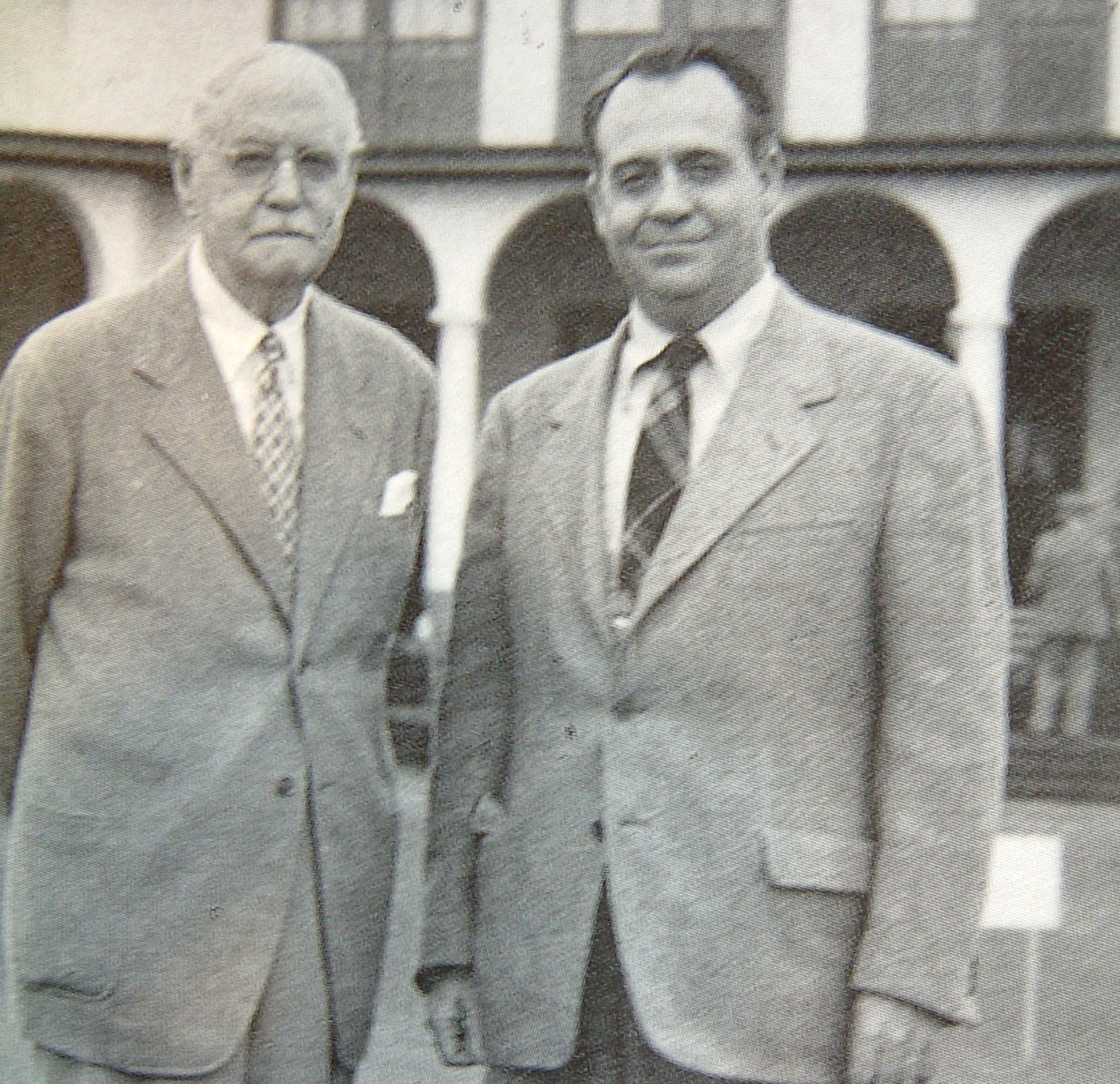 左 ドナルド・ロス 右 ロバート・トレント・ジョーンズSr