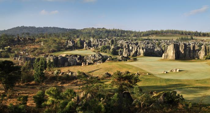 世界遺産の景観の中のゴルフコース。もうプレーすることも見ることもできない。