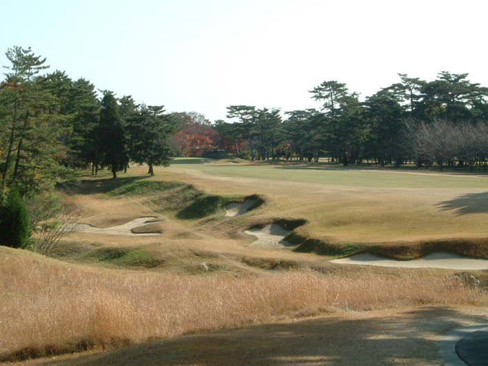 * 広野GC 18番 Diagonal Fairway with bunkers